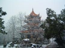 雪中的宝塔